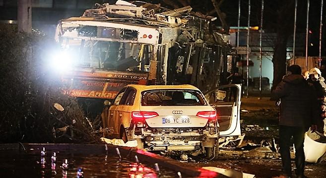 - Ankara-une-voiture piégée-fait-au-moins-27-morts-et-75-blessés