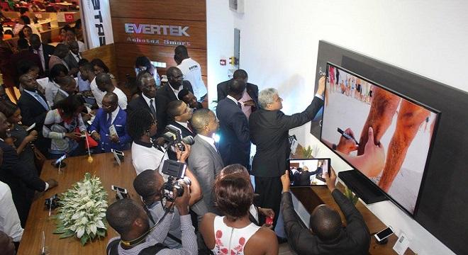 - Le-Label-tunisien-de-Smartphones-à-l'export-inauguration-du-1er-EVERTEK-Store-à-Abidjan