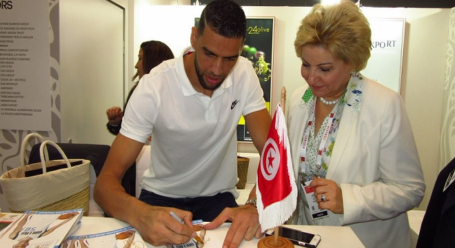 - 62e-Salon-Fancy-Food-Show-Salah-Mejri-NBA-porte-drapeau-de-l'huile-d'olive-tunisienne-à-New York