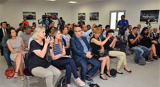 - KIA-MOTORS-sponsorise-l'escrimeuse-Sarra Besbes-showroom-