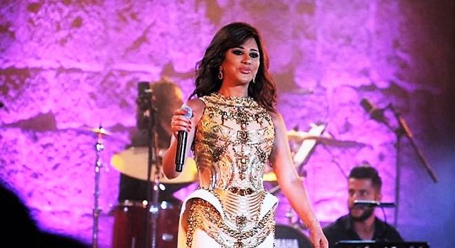 - 52e-Festival-International-de-Carthage-Najwa-Karam-mit-le-feu-aux-poudres-pour-la-gloire-éternelle-de-Carthage