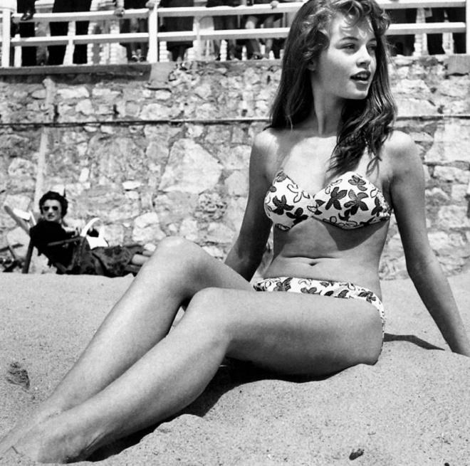 - Brigitte-Bardot-en-1953-Le-bikini-fête-ses-70-ans-son-attrait-continue-à-casser-la-baraque-2017-sera-encore-plus-sexy