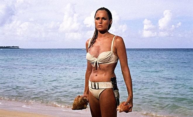 - ursula-andress-Le-bikini-fête-ses-70-ans-son-attrait-continue-à-casser-la-baraque-2017-sera-encore-plus-sexy