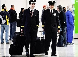- Aéroport-de-Glasgow-Ecosse-2-pilotes-arrêtés-en-état-d'ivresse-3