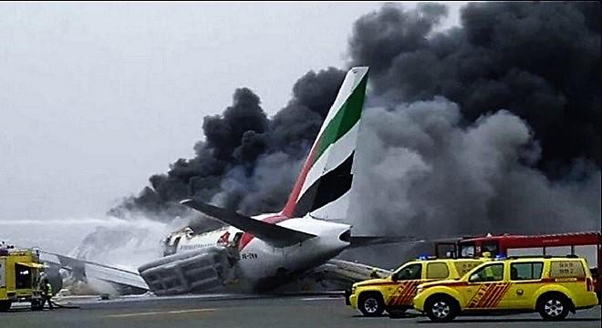 - Accident-d'un-avion-d'Emirates-L'aéroport-de-Dubaï-de-nouveau-opérationnel