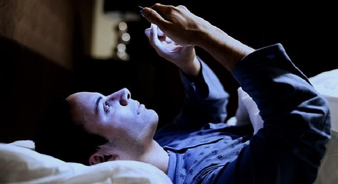 - Mieux-dormir-astuces-pour-que-les-super-connectés-puissent-s'endormir-rapidement-2