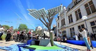 """La ville de Nevers plante le premier """"eTree"""" d'Europe, un arbre aux feuilles photovoltaïques"""